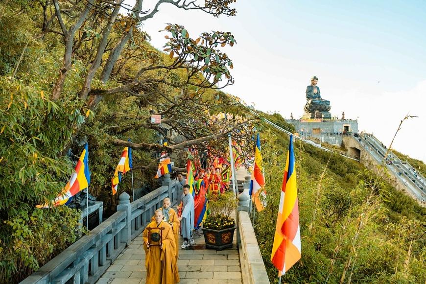 Fansipan giờ đây là chốn tâm linh tìm về của hàng triệu du khách và Phật tử mỗi năm