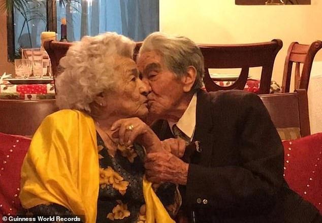 Kỷ lục Guinness ghi nhận cặp vợ chồng cao tuổi nhất thế giới - 2