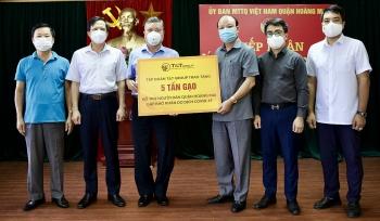 T&T Group và Ngân hàng SHB trao tặng 10 tấn gạo hỗ trợ quận Hoàng Mai chống dịch