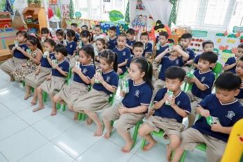 Sữa học đường giúp phụ huynh nhẹ gánh hơn với lợi ích kép