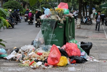 Chặn xe vào bãi rác Nam Sơn: 4 quận trung tâm tồn đọng khoảng 1.600 tấn rác