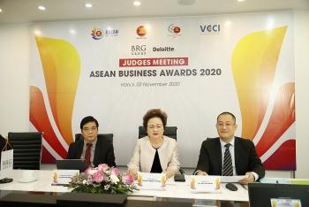 Hội đồng giám khảo ABA 2020 công tâm lựa chọn những doanh nghiệp xuất sắc nhất đoạt giải
