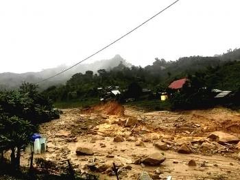 Ít nhất 70 người chết và mất tích, hơn 92.000 nhà dân bị tốc mái do bão số 9