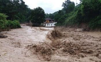 Miền Trung tiếp tục mưa lớn, cảnh báo nguy cơ lũ quét, sạt lở đất