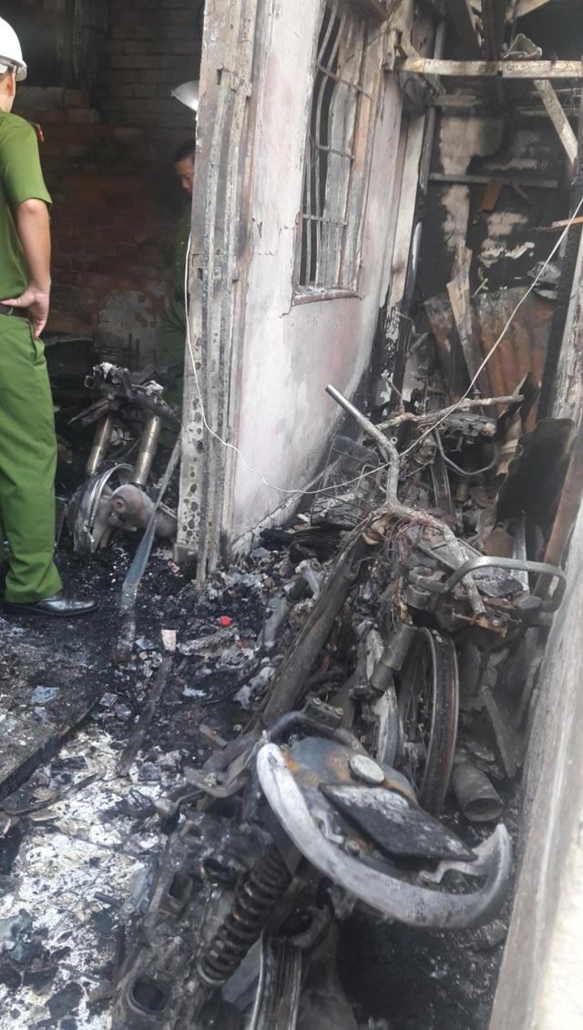 Vụ 5 người trong gia đình chết cháy ngày cận Tết: Bắt gã hàng xóm phóng hỏa - 2