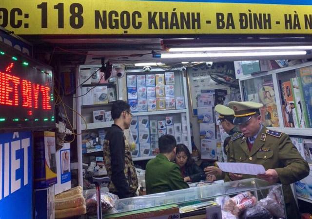 Công an Hà Nội công khai 16 cửa hàng chặt chém người mua khẩu trang - 1