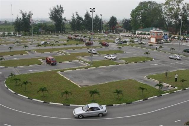 Hà Nội yêu cầu tạm dừng tổ chức thi cấp bằng lái xe - 1