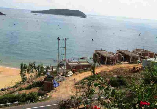 """Bình Định: Thanh tra """"sờ gáy"""" 2 khu nghỉ dưỡng ven biển thi công vi phạm - 5"""