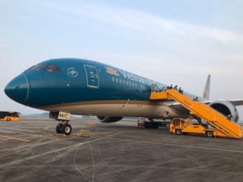 Chuyến bay chở 93 người Việt Nam từ Anh về nước hạ cánh tại sân bay Vân Đồn