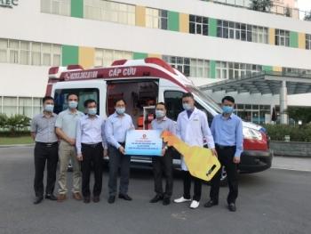 Tập đoàn Vingroup tặng Quảng Ninh xe cứu thương phục vụ chống dịch Covid-19