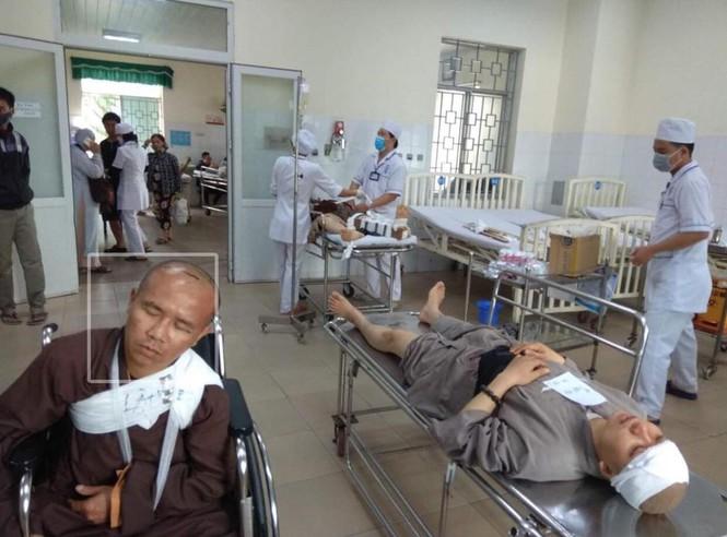 Quảng Ngãi: Tai nạn thảm khốc, 13 người thương vong - ảnh 3