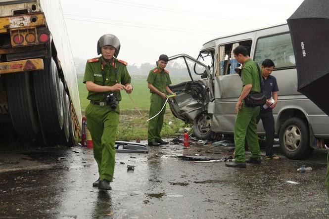 Quảng Ngãi: Tai nạn thảm khốc, 13 người thương vong - ảnh 4