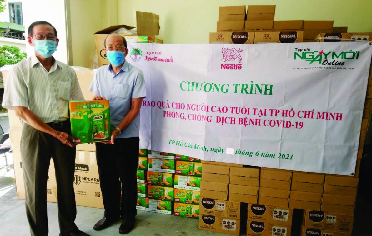 Công ty TNHH Nestlé Việt Nam và nhà hảo tâm tặng quà người cao tuổi tại TP. Hồ Chí Minh phòng, chống dịch bệnh Covid-19