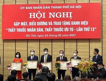 """Hà Nội: Trao tặng danh hiệu """"Thầy thuốc ưu tú"""" cho Giám đốc Bệnh viện Hữu nghị Việt Nam – Cu Ba"""