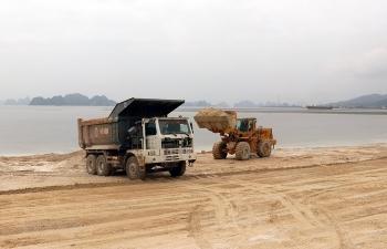 Quảng Ninh: Điều tra tiếp vụ Công ty Phương Đông lấy đất từ mỏ đã hết hạn đổ trái phép xuống vịnh Bái Tử Long