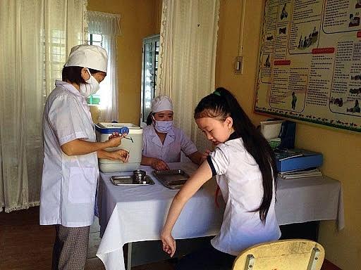 Kiến nghị tiêm vắc xin, miễn giảm học phí cho học sinh trong năm học 2021-2022