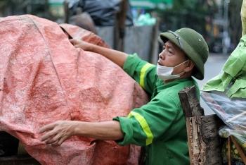 Đường phố Hà Nội tràn ngập rác sau ba ngày bãi rác Nam Sơn bị chặn