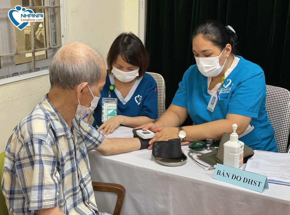Chuyện tiêm vắc xin phòng Covid-19 cho NCT ở Trung tâm Dưỡng lão Nhân Ái
