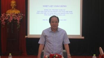 Phó Chủ tịch Hội NCT Việt Nam Trương Xuân Cừ làm việc với Hội NCT tỉnh Đắk Lắk và tặng quà NCT có hoàn cảnh khó khăn