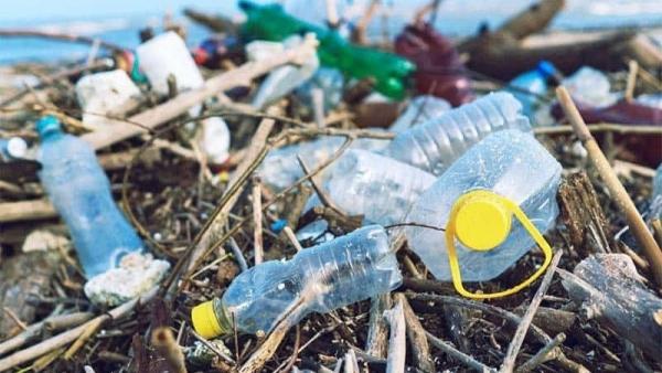 """""""Cuộc chiến"""" với rác thải nhựa"""